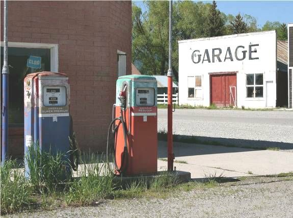 Google Image Result for http://www.rlrouse.com/pic-of-the-day/antique-gas-pumps.jpg