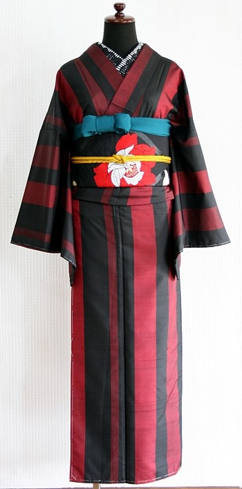 """from """"himenorumi.net"""" one of the most favorite antique kimono shop. Black and red are my favorite colour. OBIAGE (sash of soft cloth) of peacock green is so much impressive."""
