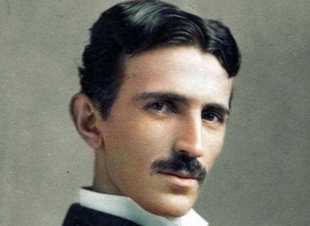 frases de Nikola Tesla. «Si tuviera la suerte de alcanzar alguno de mis ideales, sería en nombre de toda la humanidad».