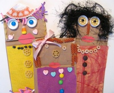 Adorable Fandango Paper Bag Puppets! A fun craft for a wintery afternoon @funfamilycrafts #kidscrafts