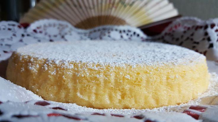 Lacotton soft cakeè la ricetta giapponese con soli tre ingredienti che ha spopolato sul web grazie al video pubblicato da una ragazza asiatica.  La torta soffice come il cotone e facilissima da preparare ha fatto il giro del mondo e oggi approda anche sul nostro blog.   Preparazione Dividere