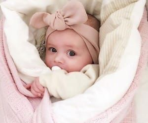 تفسير حلم حمل طفلة رضيعة للعزباء والمتزوجة والحامل Baby Photoshoot Cute Baby Girl Cute Little Baby