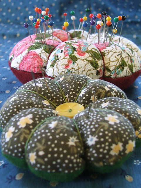 pincushion from tiny happy. i made one of these a while back...very handy and pretty : )
