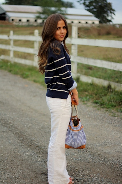 Stripes and white jeans. Crisp and classic.: Work Looks, Linens Pants Outfits, Vie Petite, That'S Life, Le Linens, White Linens, Stripes Sweaters, White Pants, Summer Work Outfits