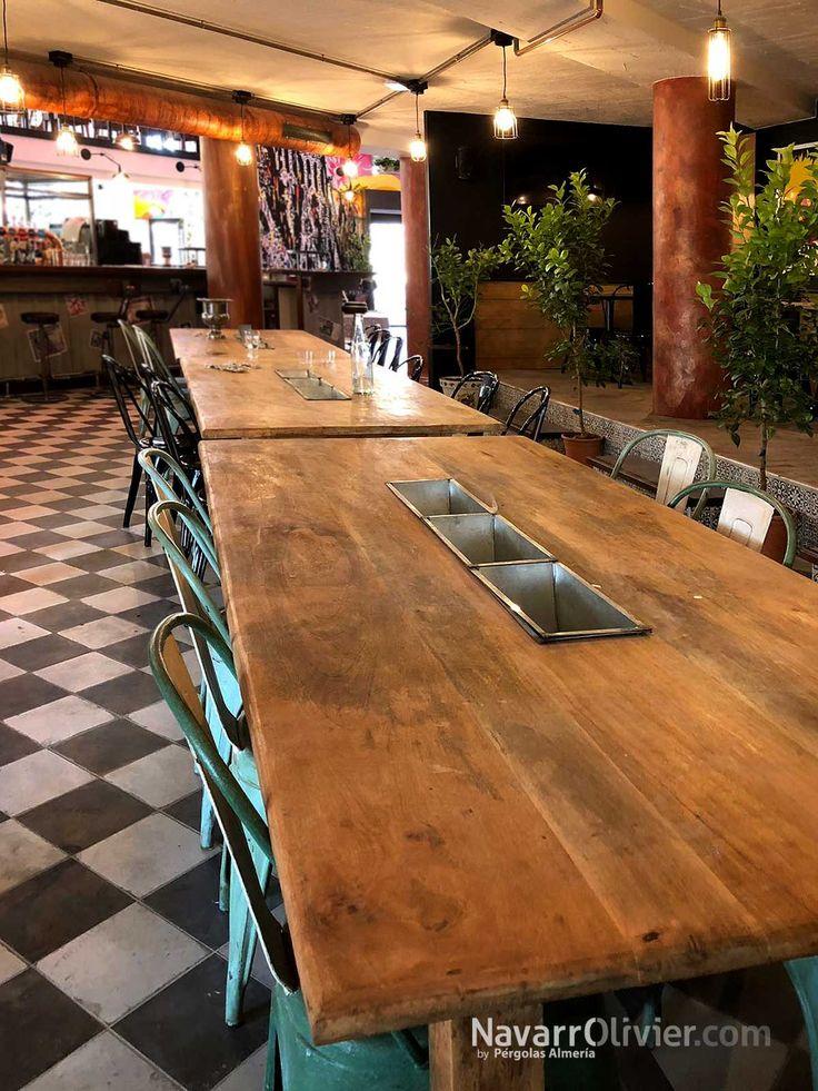Mesa estilo vintage con cubiteras centrales. Restaurante Oberge Española, Nimês, Francia.  #carpinteria #mesa #mobiliario #decoracion #vintage #industrialfurniture  #Nimês #navarrolivier  #industrialdesign