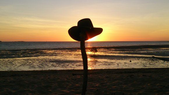 GOING DOWN OF THE SUN ON A QUEENSLANDER, KARUMBA, FAR NORTH QUEENSLAND IN QUEENSLAND