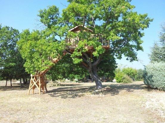 Super leuk een boomhut in de tuin van je vakantiehuis! Een vakantie om nooit te vergeten zeker voor de kids! Provence-Alpen-Côte d Azur, Vaucluse, St. Saturnin d'Apt huis code: 8410 #Frankrijk #Boomhut #Treehouse #Provence #Vakantie #Vakantiehuizen #France #Vaucluse #kinderen