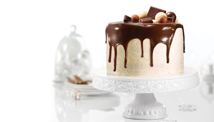 Ce délicieux gâteau-pouding est décoré avec des truffes et des carrés de chocolat Lindt