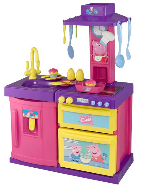 This Peppa Pig kitchen has a modern design super and includes a pretend sink, hob, hot plate, oven and fridge. It features realistic sound effects and includes lots of accessories for cooking role-play fun with Peppa.
