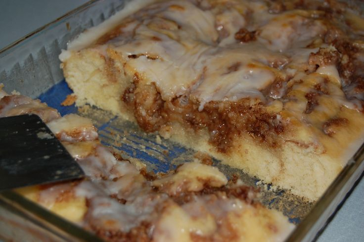 Cinnabon Cinnamon Roll Cake, ok I might actually be able to do this, since there is no YEAST involved! lol