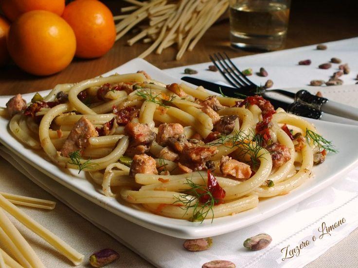 """La pasta salmonata è un primo piatto molto saporito adatto anche a cene con ospiti. Un piatto """"di magro"""" che vi sorprenderà sicuramente per la sua bontà."""