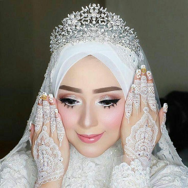Flawless makeup for @nusfiazulfa akad nikah  Makeup @vizzily Henna by @barbie_ima Hijab by @jatupurwanti  http://gelinshop.com/ipost/1521499495110771829/?code=BUdc7rEA4R1