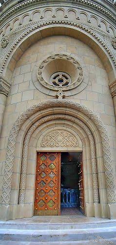Gate, Zsolnay Mausoleum - Pécs DSC_2686-2687 Panorama-1