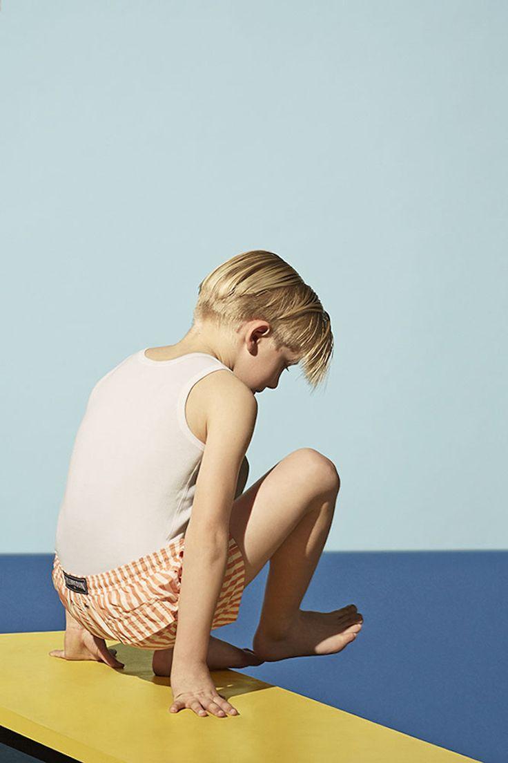 """Los reportajes de moda, a veces, pueden llegar a alcanzar niveles de obra de arte y esto es lo que ha ocurrido con las fotos que Oliver Spies ha realizado para Milk Magazine a través de un precioso homenaje a David Hockney y su famoso """"A bigger splash"""". La genial idea de colocar a los …Read more..."""