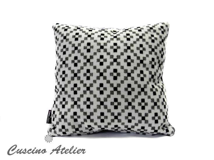 poduszka dekoracyjna  poduszka ozdobna Cuscino Atelier poduszka z wkładem poszewka flausz biały