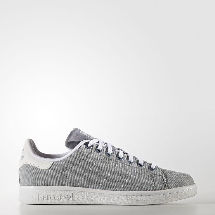 Adopte un style animal. Cette version junior de la Stan Smith réinterprète l'authentique chaussure de tennis avec une tige textile de couleurs changeantes ornée de taches de guépard. Elle affiche les emblématiques 3 bandes perforées.