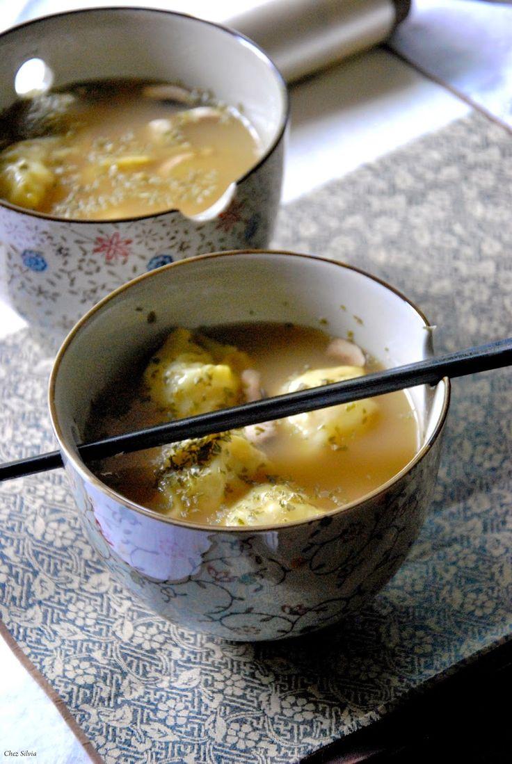 CHEZ SILVIA: Tortellinis de pollo en caldo oriental