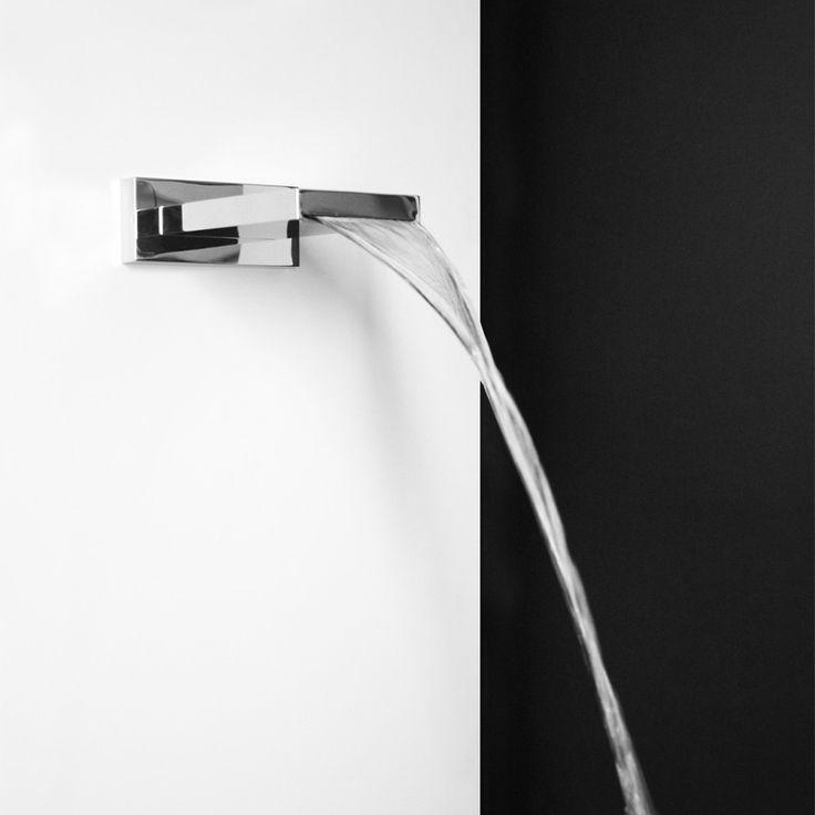 Pi di 25 fantastiche idee su docce in vetro su pinterest - Lampade per doccia ...
