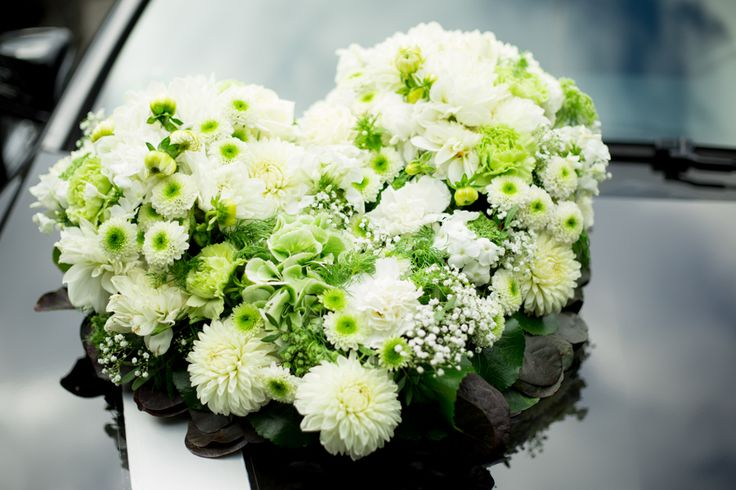 Wedding Car Decoration | Autoschmuck Hochzeit | Blumen Auto | by Photogracia Wedding