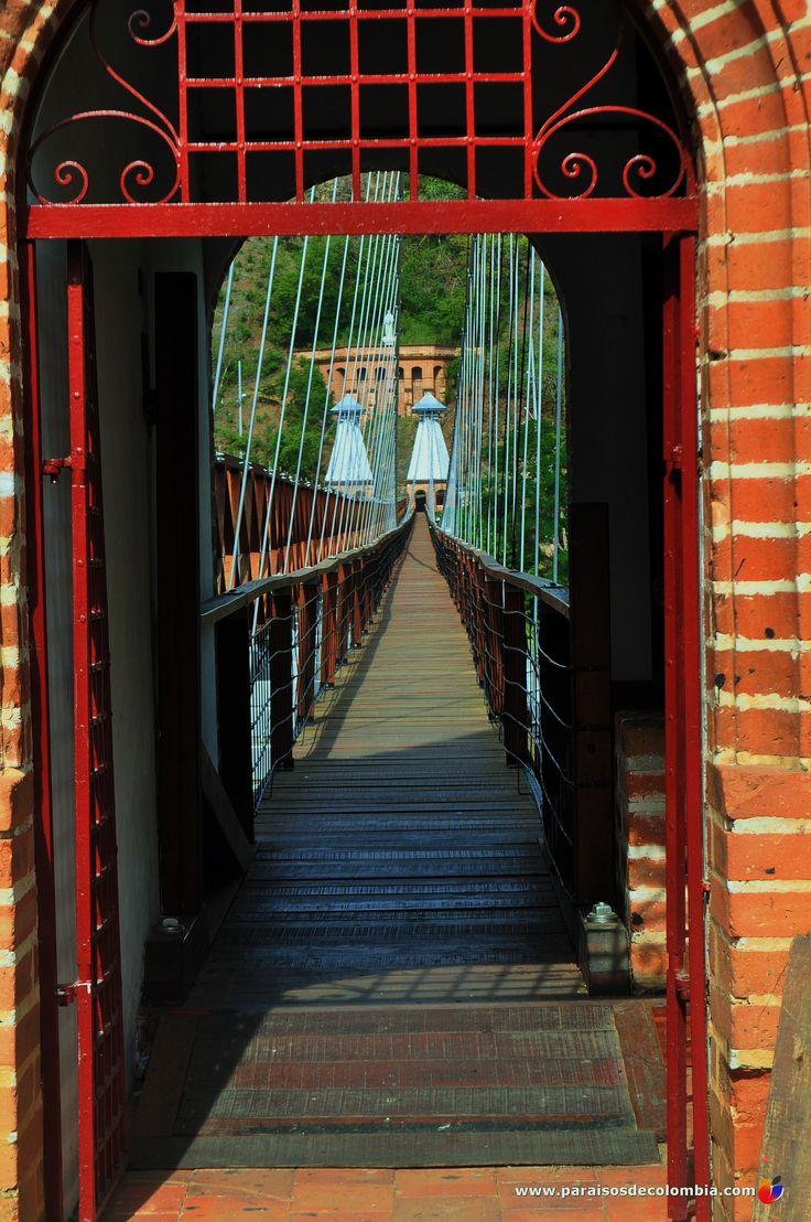 Puerta peatonal al puente de Occidente Santa Fe de Antioquia