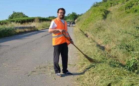 Tollo, il sindaco Radica vara il baratto amministrativo «I morosi taglieranno l'erba e tinteggeranno le scuole»