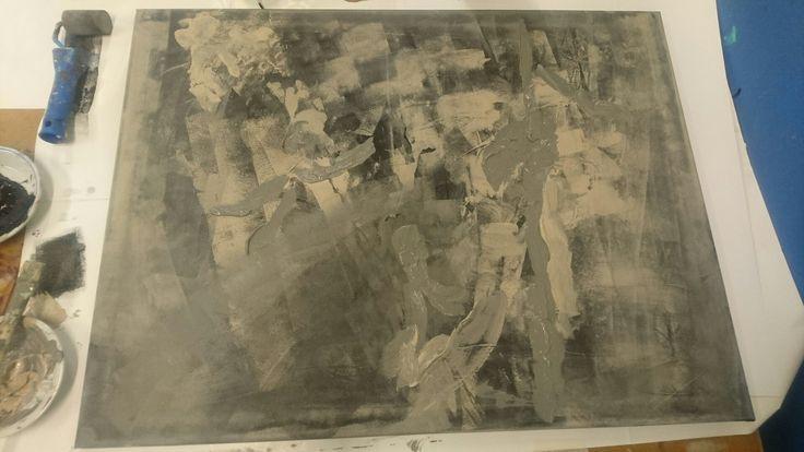 Vandaag ben ik verder gegaan met mijn nieuwe schilderij. Vandaag begonnen met het aanbrengen van de structuren en de kleuren. Het begint al ergens op te lijken. Ik heb mezelf beperkt op slechts drie kleuren om mijn focus voor de vormen en de uitdrukking scherp te houden.