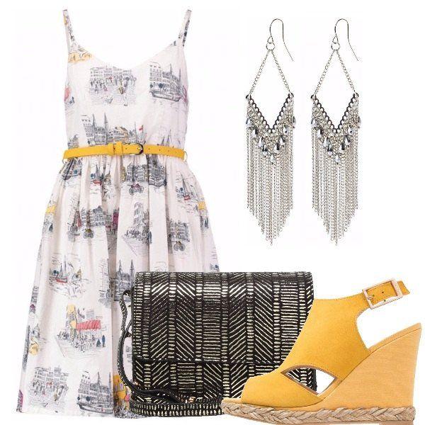 Outfit composto da vestito con gonna ampia e cintura gialla in vita, sandali con zeppa gialli, tracollina nera laminata e orecchini grandi e pendenti color argento.