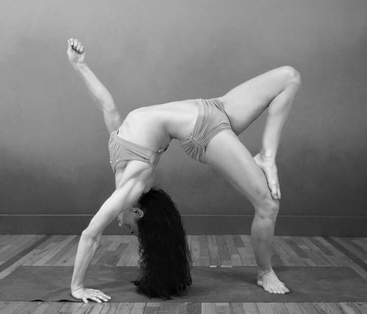 One-leg, one-arm Wave pose with Infinity Leg and Seed Hand (Desi Springer - Sridaiva Bowspring)