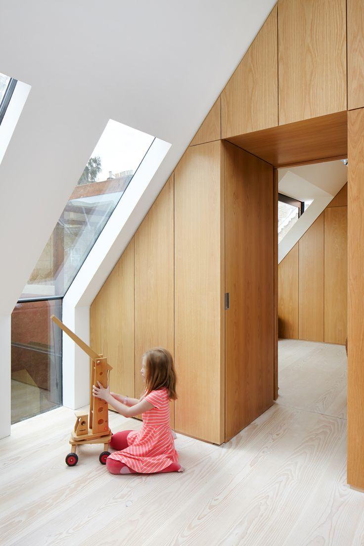 Door lopende ramen van rechte muur in schuin dak: heel tof!! Verder wel erg…