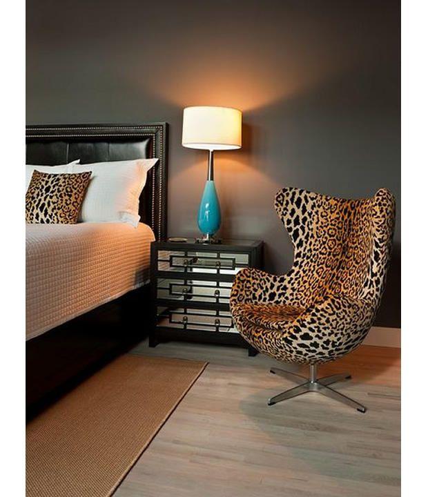Pie de cama de shearling un accesorio cómodo y acogedor.