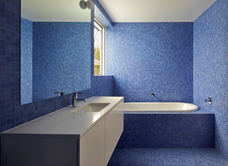 Ιδέες για μπάνια σε μπλε αποχρώσεις Η δύναμη του design εκμεταλλεύεται το πιο zen χρώμα.