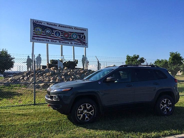 2014 Jeep Cherokee Trailhawk Review  http://avgcarguy.co/1vDowJV