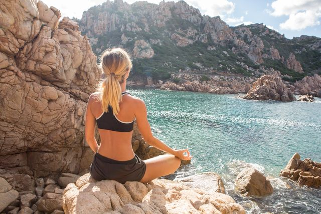 ダイエットやストレス解消にも効果的!ヨガに学ぶ5つの呼吸法♡ - LOCARI(ロカリ)