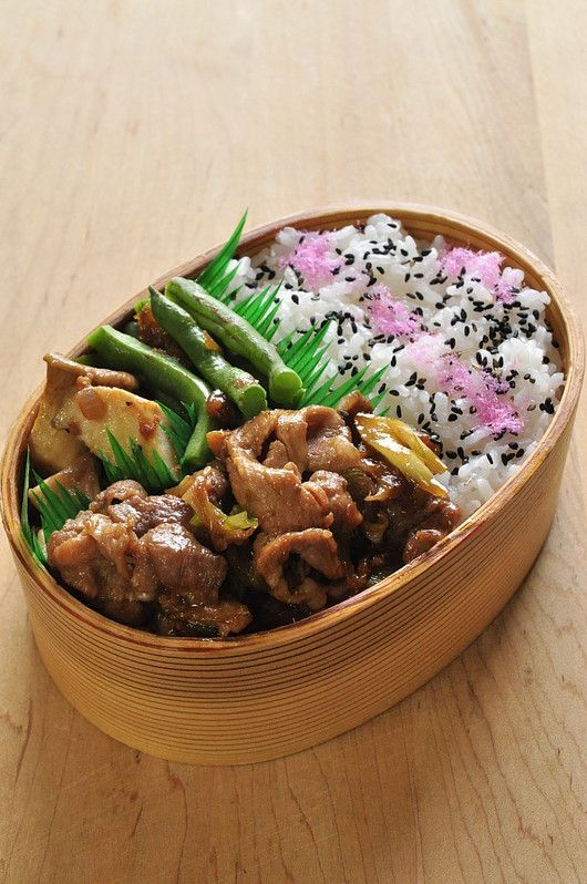 焼肉弁当 Grilled meat and green beans