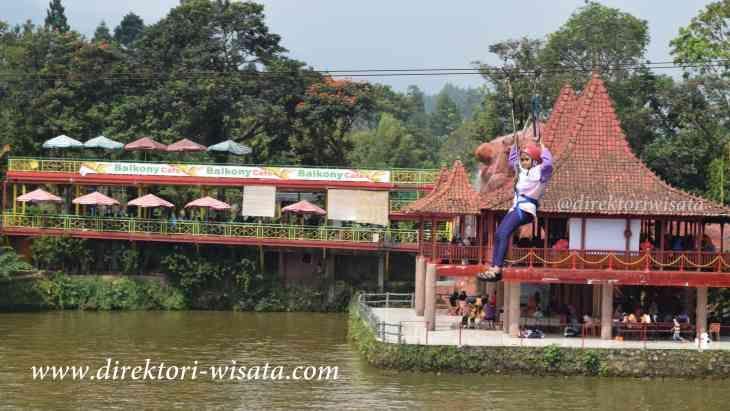 Rasakan sensasi meluncur dari ketinggian di alam terbuka yang berada di kawasan Puncak Bogor