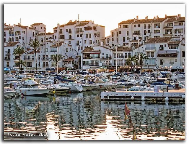 Marbella Puerto Banus....no me gusta para vivir,pero ir un dia,está muy bien