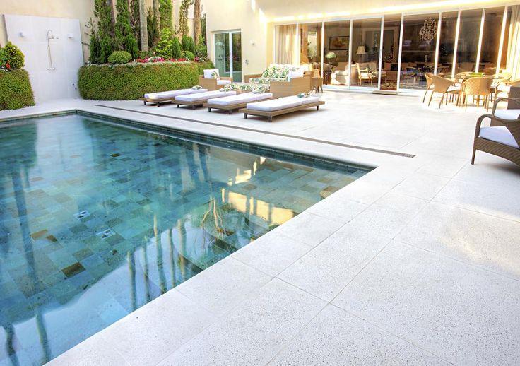 Piso cimentício para área da piscina