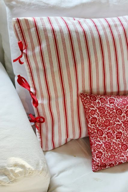 Interesting idea for side closure of a crocheted pillow slipcover