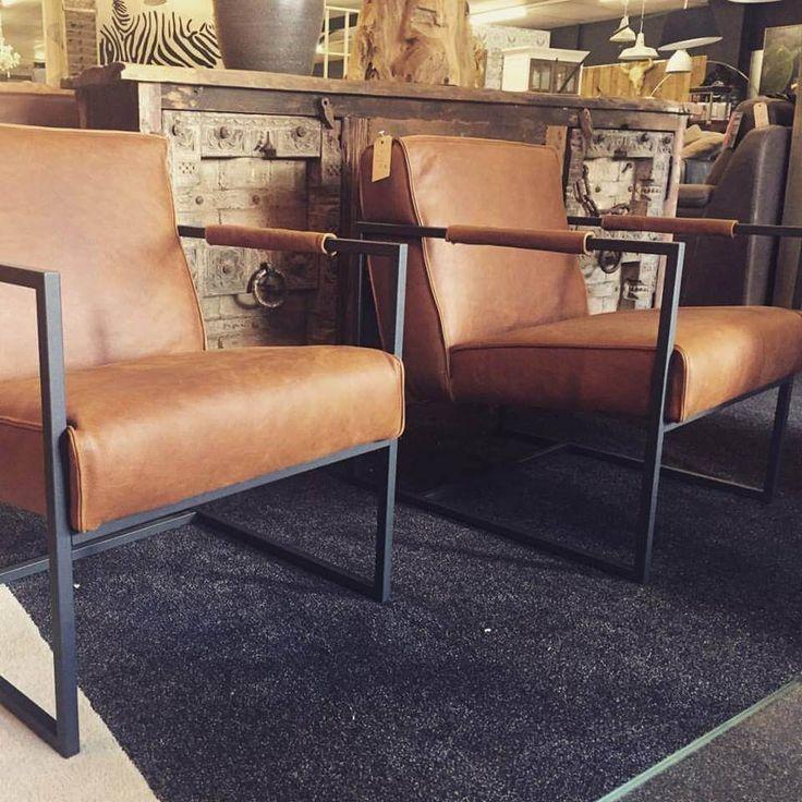 Stoere fauteuil Ken in buffel leer cognac met zwart stalen frame het Anker
