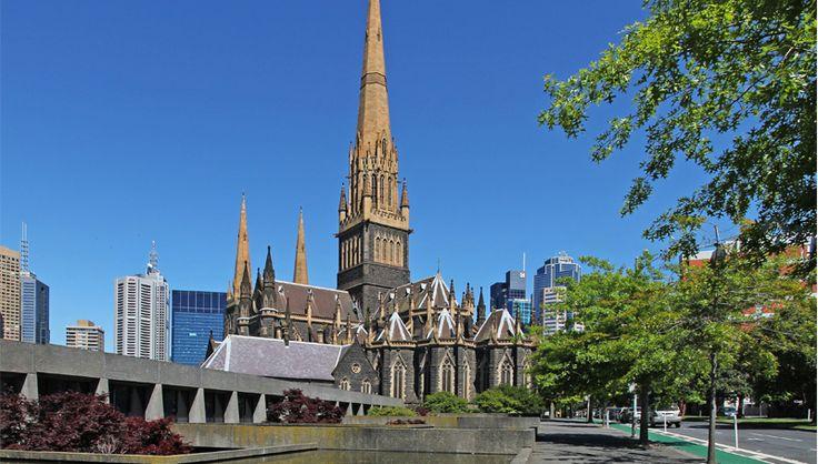 Melbourne, la cathédrale St Patrick de style gothique (côté est)
