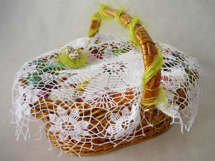 crochet napkin on Easter basket  from MariArt by DaWanda.com Round napkin hand-made on crochet. #Easter #Easterbasket #MariArtShop #Wielkanoc #koszyk