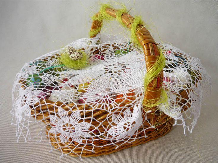 crochet napkin on Easter basket  from MariArt by DaWanda.com Round napkin hand-made on crochet. #Easter #Easterbasket #MariArtShop #Wielkanoc #koszyk