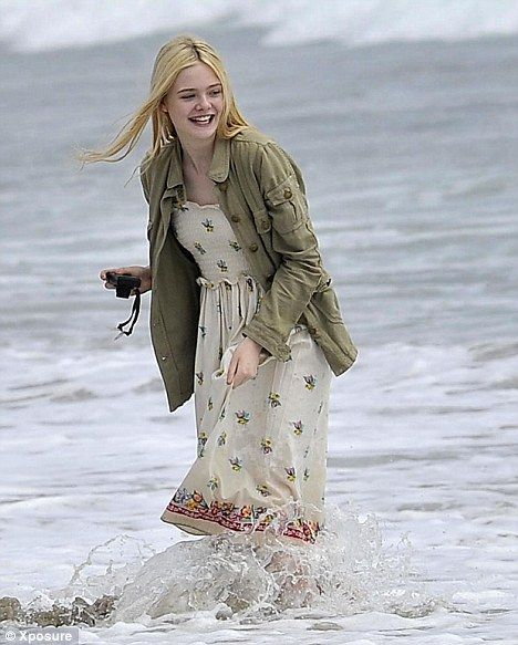 elle fanning beach | Dakota and Elle have a blast Fanning around on day at the beach with ...