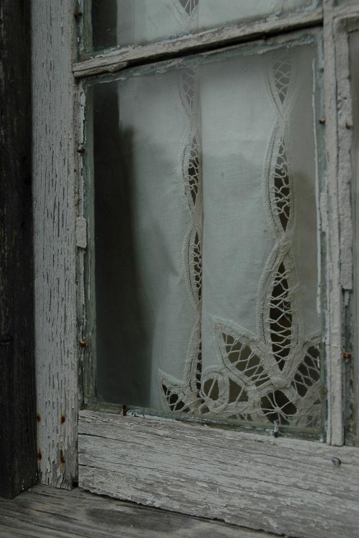 rustic window - B&B cabin in New Braunfels