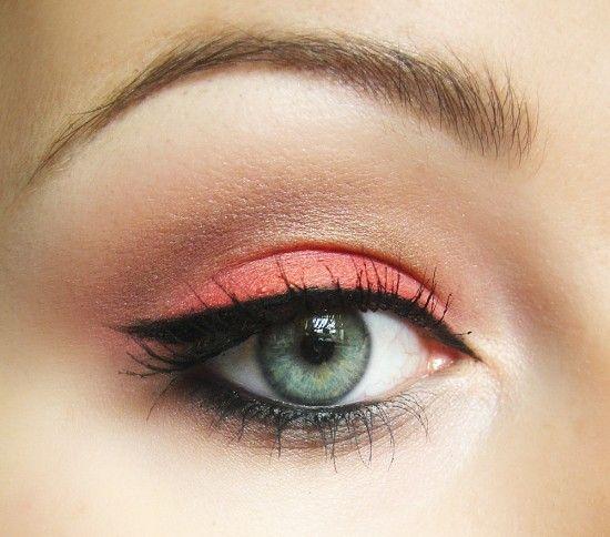 corail yeux verts