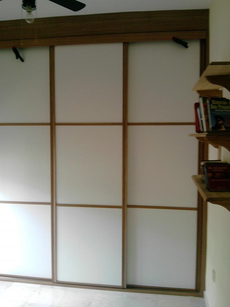 95 best images about armarios de puertas correderas on for Puertas japonesas deslizantes