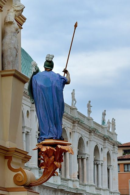 Marina Magro: La Rua a Vicenza (tre immagini) per la festa del Corpus Domini