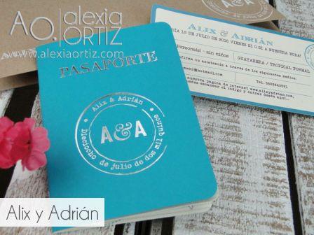 Invitaciones de boda tipo pasaporte en color tuquesa y portada en hotstamping boletos de pase de abordar / wedding invitations