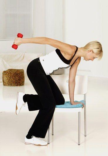Hintere Oberarme kräftigen - Oberarme straffen mit 7 einfachen Übungen