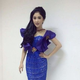 Uut permatasari wearing ivan gunawan collection